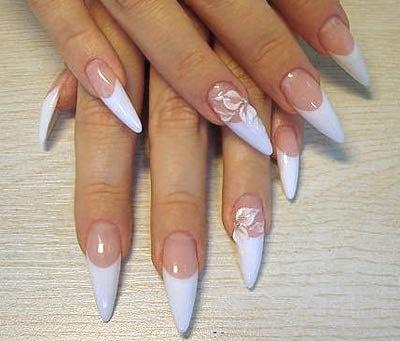 Нарощування нігтів: у салоні або у приватного майстра?