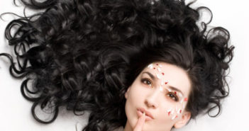 Догляд за хвилястим волоссям і кучериками