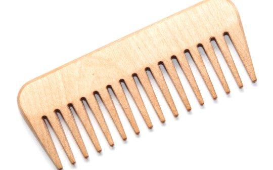 Дерев'яний гребінець береже красу волосся