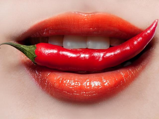 Тріщини в куточках губ: як позбутися?
