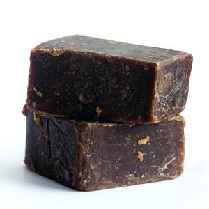Дігтярне мило: користь при шкірних захворюваннях і прищах
