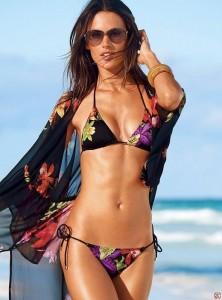 Alessandra-Ambrosio-Victorias-Secret-Bikini-3