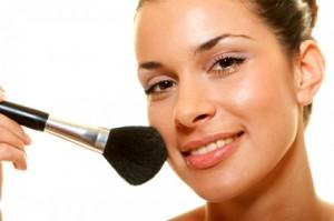 Як візуально зробити проблемну шкіру рівною і гладкою