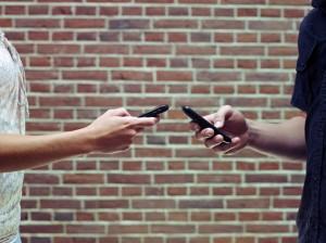 3 швидких способу взяти номер телефону у дівчини