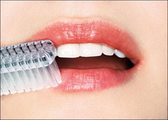 Как сделать губы больше с помощью зубной щетки
